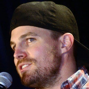 Stephen Amell 8 of 10