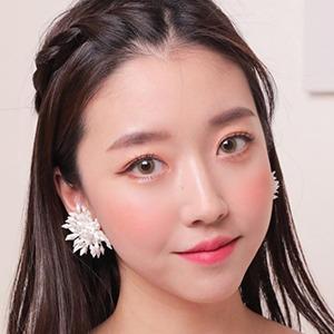 Sunny Dahye 3 of 7
