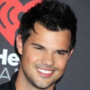 Taylor Lautner 6 of 10