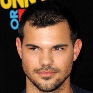 Taylor Lautner 7 of 10