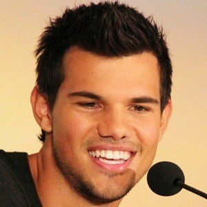 Taylor Lautner 8 of 10