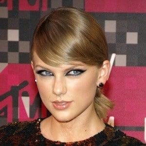 Taylor Swift Headshot 2 of 10