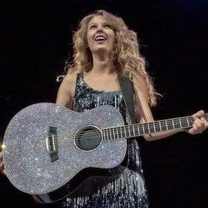 Taylor Swift Headshot 8 of 10