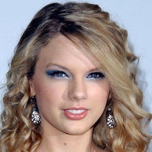 Taylor Swift - Bio, Facts, Family | Famous Birthdays  Taylor Swift