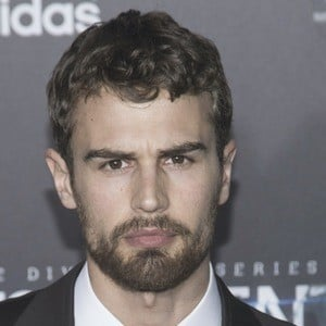 Theo James 6 of 9