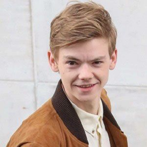 Thomas Brodie-Sangster 6 of 8