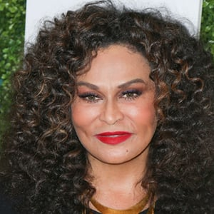 Tina Knowles 7 of 10