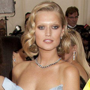 Toni Garrn 2 of 6
