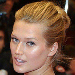 Toni Garrn 3 of 6