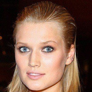 Toni Garrn 4 of 6