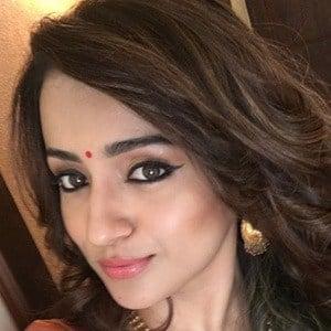 Trisha Krishnan 4 of 6