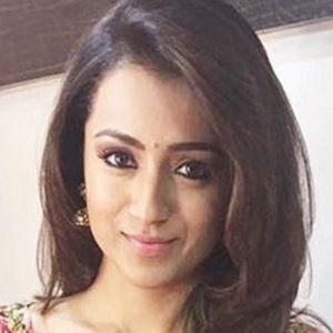 Trisha Krishnan 5 of 6