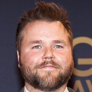 Tyler Labine 2 of 5