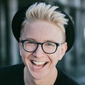 Tyler Oakley 6 of 10