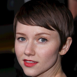 Valorie Curry 3 of 4
