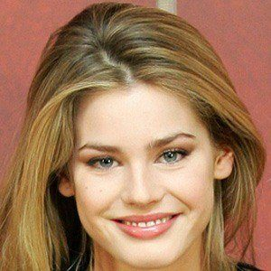 Vanessa Hessler 4 of 5