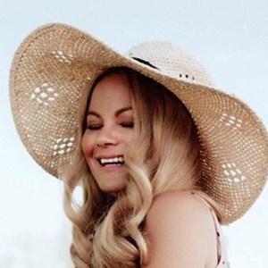 Vanessa Lambert 2 of 6
