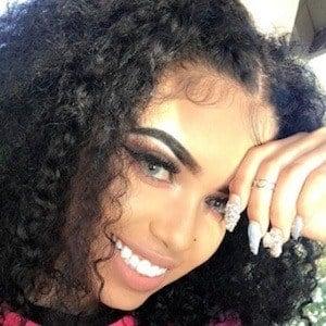 Vanessa Lynn 4 of 9