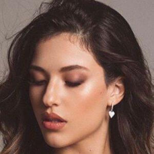Vanessa Oliveira De Sousa 4 of 10