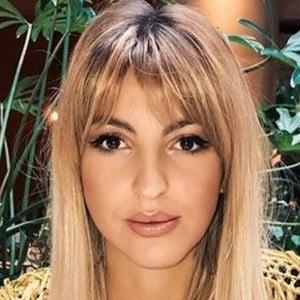 Victoria Dalloz 2 of 6
