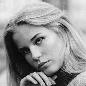 Victoria Garber 2 of 2