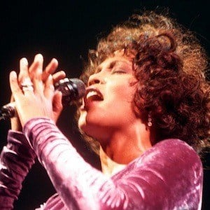 Whitney Houston 9 of 10