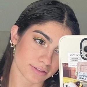 Winny Frías Headshot 2 of 10