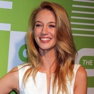 Yael Grobglas 4 of 5