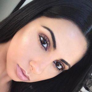 Yasmin Kavari 7 of 10
