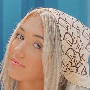 Yasmine Bateman 2 of 7
