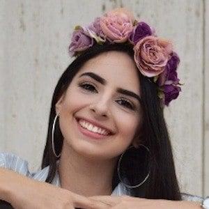 Yiseni Perez 3 of 7