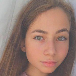 Zeynep Bostanci 3 of 8