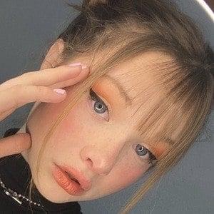 Zoe Colletti 5 of 10