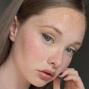 Zoe Colletti 6 of 10