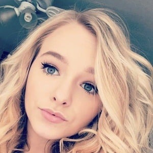 Zoe LaVerne 4 of 5